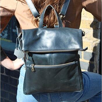 Amelia ryggsäck/ väska i skinn från Odi Lynch, 31x29 cm, navy