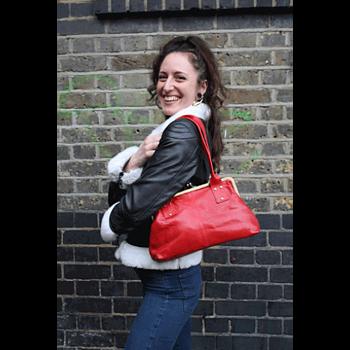 Handväskan Doris från Odi Lynch, röd