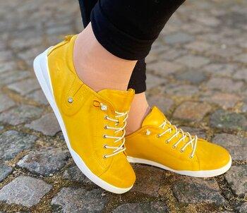 Sneakers från   Charlotte of Sweden,  gul