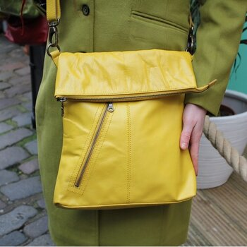 Amelia flap-over väska i skinn, 28x32,  gul