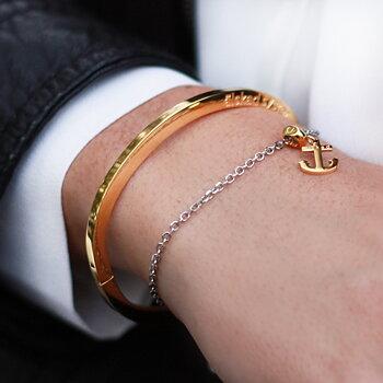 "Stelt armband med text ""älskad syster"", guld"