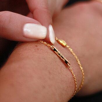 """Nätt strassarmband m text: """"älskad syster"""" - Stål, guld & rosé"""