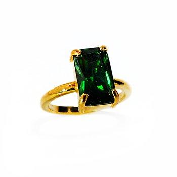 Solitärring i guld med grön smaragdslipad sten