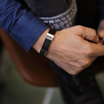 """Svart läderarmband med gravyr """"älskad man"""", 14mm, 16-21,5cm"""
