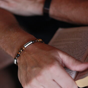 "Armband ""älskad man"", brun tigeröga"