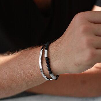 hand herr - Personligt armband med text Älskad son, stål och svarta stenar onyx - stretchigt herrarmand med gravyr | C Stockholm personlig present till honom