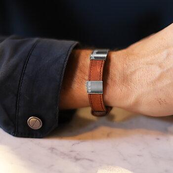 """Brunt läderarmband med gravyr """"älskad man"""", 14mm, 16-21,5cm"""