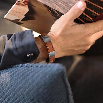 """Brunt läderarmband med gravyr """"älskad pappa"""", 14mm, 16-21,5cm"""