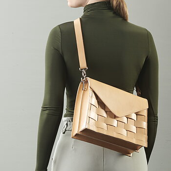 NÄVER DUO SHOULDER BAG IN NATURE LEATHER