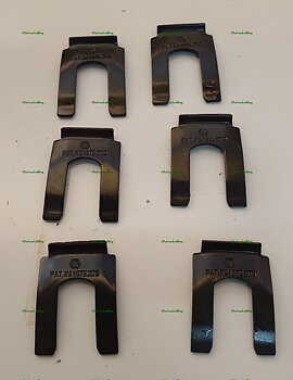 Brake hose retraining clips
