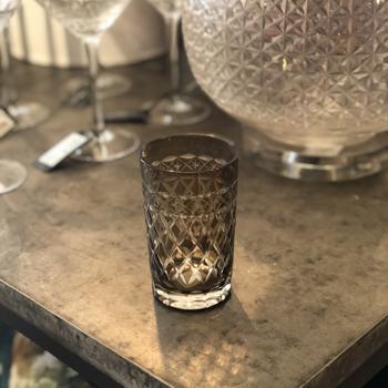 Facetterat glas i brunt, smalt