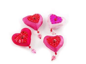 Sidenhjärta med magnet 4 olika färger 1/var färg