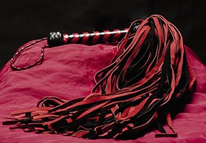 Long Red/Black suede whip - 108-tailed