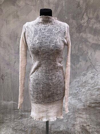 Lång tröja i lättfiltad ull vit