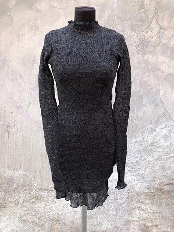 Lång tröja i lättfiltad ull gråsvart