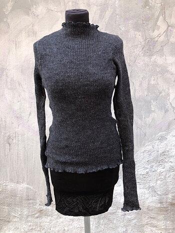 Kort tröja i lättfiltad ull gråsvart