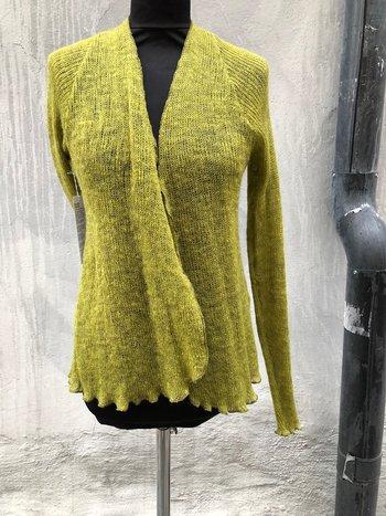 Kofta i lättfiltad ull gulgrön