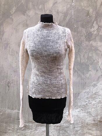 Kort tröja i lättfiltad ull vit