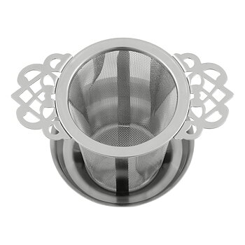 Metal tea strainer with drip tray