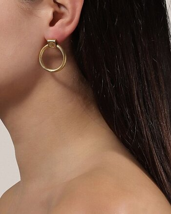 Salon Knocker gold-pleated earring from Jane Kønig