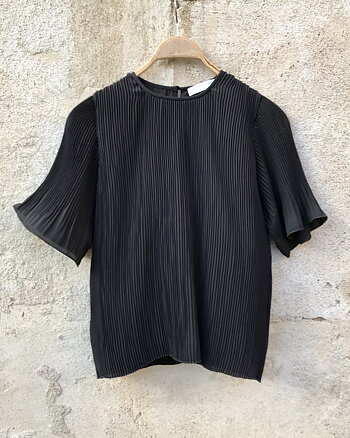 Plissé top Black by Cathrine Hammel