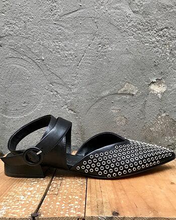 Frida sandal med nitar från Laura Bellariva