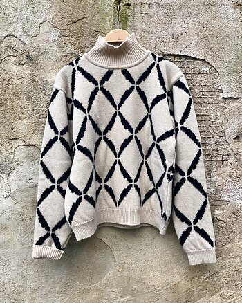 Net Pattern Sweater Beige from Strikk