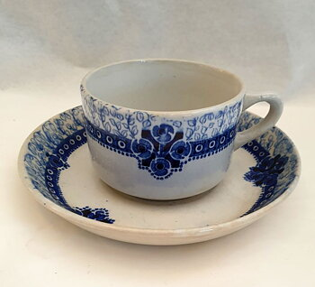 Inga coffecup with saucer