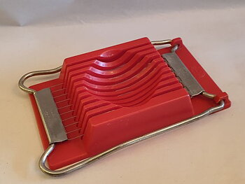 Sveico egg slicer red plastic