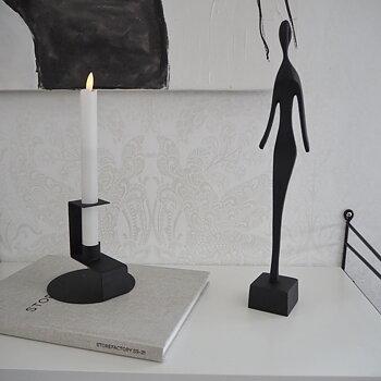 Skulptur KVINNA SVART - Storefactory