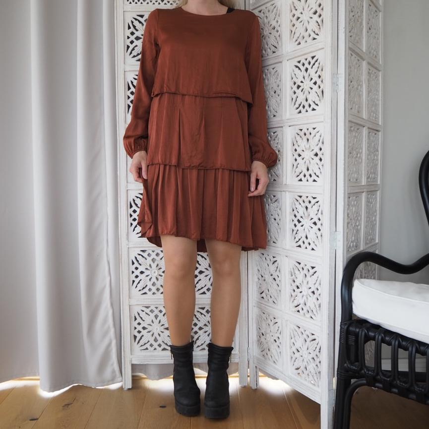 A shapad klänning med polo Ajlajk