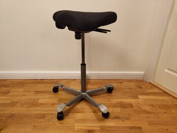 Menade du: Stool, HÅG Capisco 8105 with high gas lift 41/5000 Hocker, HÅG Capisco 8105 mit hohem Gaslift