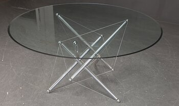 Round table, Cassina 714 - Theodore Waddell