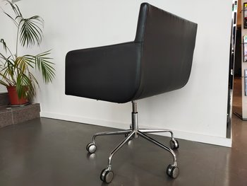 Conference chairs with casters, Andreu World Lineal Comfort