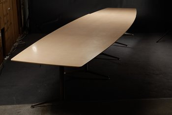 Boat-shaped conference table, Paustian Spinal Table - 520 cm