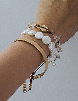 Golden Shell And Pearls Bracelet Set