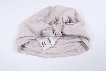 Lila turbanmössa från Newbie i storlek 9-24 M (48/50)