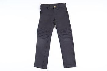 Nyskick! Svarta byxor med detalj på knäna från Kappahl i storlek 104