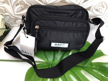 Day Gweneth SB Black, djup svart Crossbody bags  - DAY et