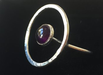 Ring Saturnus, med halvrund sten