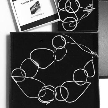 Halsband Design. Länkar med bygellås
