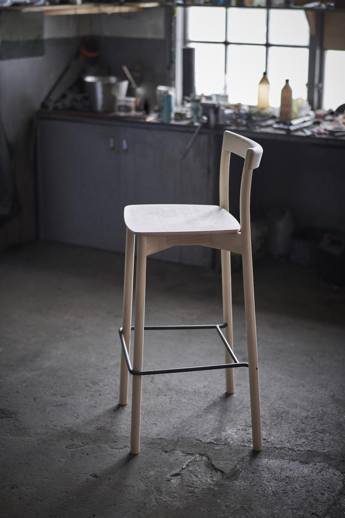 Barstol, NORDIC, Träsits, H 66 cm, Sami Kallio & Jakob Thau