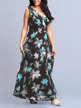 Klänning i maximodell, blommig på svart botten