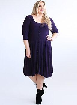 Klänning med knappar och vippig kjol, mörklila