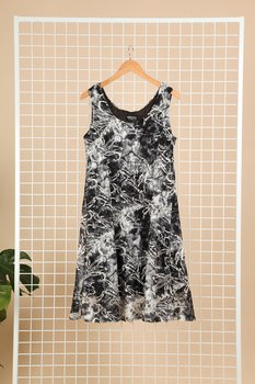 Klänning i swingmodell, svartmönstrad