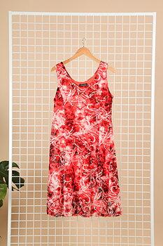 Klänning i swingmodell, rödmönstrad