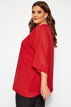 Tunika i chiffong med smickrande v-ringning, röd