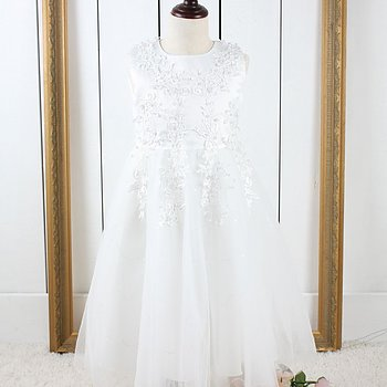 Ivory princess dress in tulle with pearls and embroidery long