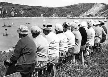 S/V : The Knitting Circle's Outing to Lulworth Cove, Dorset 1950s - Kort med kuvert