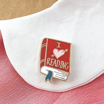 I love reading : Enamel Pin
